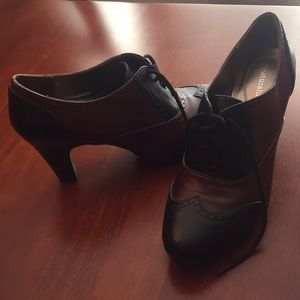"Naturalizer ""wing-tipped"" shoes. Size 8.5."